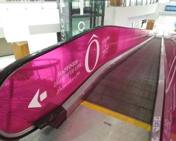 Média tactique, communication alternative sur escalator.